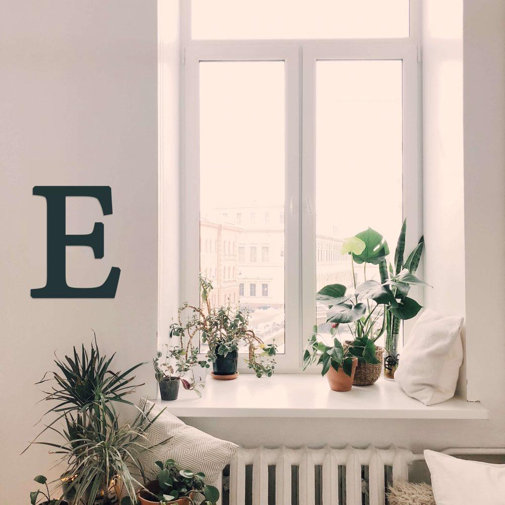 pismeno na stenu drevotovary